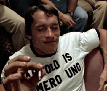 Arnold Schwarzenegger fumando María