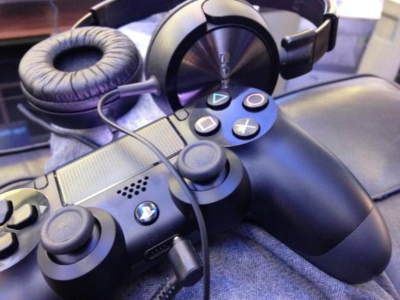 Cascos y mando de PS4