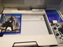 Así es el contenido de la caja del pack PS4 en blanco + Destiny