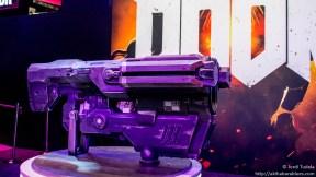 Parte del decorado del stand de Doom en el E3 2015. Mola no, lo siguiente.