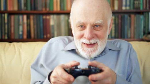 el gamer viejuner jugando tranquilamente