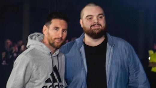 Messi e Ibai durante un evento publicitario