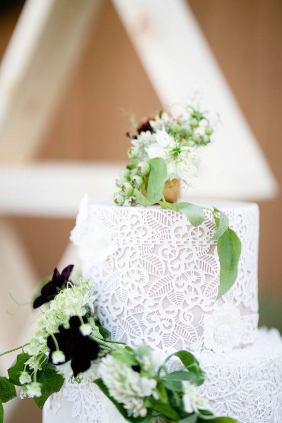 garden wedding cake idea