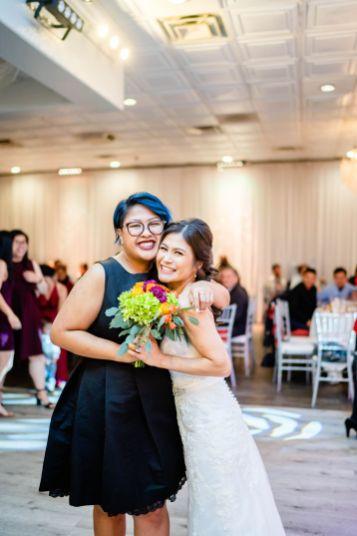 bouquet toss wedding