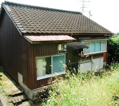 【売買】(要相談) 佐賀県杵島郡江北町上小田 丘の上の小さな家 庭付き オール電化