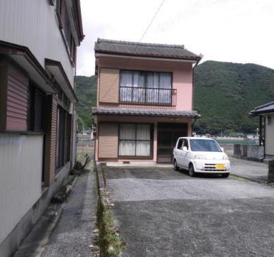 【売買】300万円 熊本県天草市河浦町﨑津 1、2階から港と教会が見える 駐車複数台の2階建