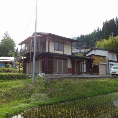 【売買】250万円 岐阜県飛騨市神岡町寺林 山々を望めるのどかな丘陵地 作業場・ガレージ付き2階建