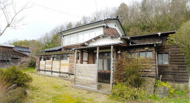 【売買】200万円 新潟県上越市下小野 保育園・小学校・バス停近い 物置付き2階建 上下水道