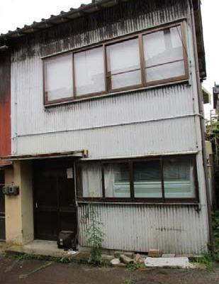 【売買】150万円(応相談) 富山県小矢部市西町 通学・買物至便な街中の2階建 上下水道