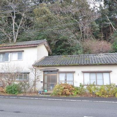 【売買】100万円 新潟県佐渡市両津大川 海に近いのどかな場所にある 駐車場付き2階建