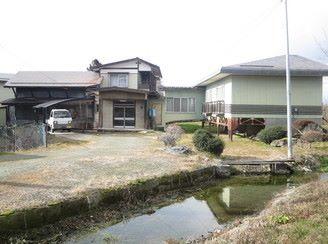 【売買】(要相談) 山形県天童市大字高木 小学校・公園近い 三百坪以上広い敷地の2階建 駐車5台