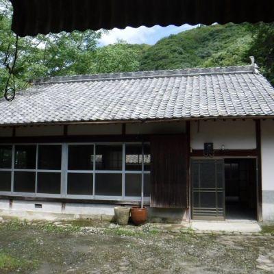 【賃貸】2万円 愛媛県北宇和郡鬼北町 川を見下ろす景観のよい古民家 庭・倉庫・農地付き 薪風呂