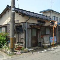 【売買】250万円 新潟県佐渡市八幡町 生活便利な角地のコンパクト平屋 庭・駐車場有