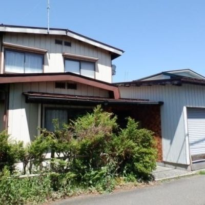 【売買】200万円 新潟県妙高市諏訪町 ドラッグストア近い 車庫付き2階建 家庭菜園可