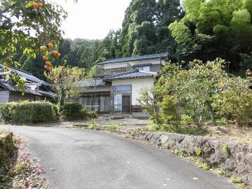 【売買】320万円 福井県鯖江市吉谷町 里山の麓にある 広縁・バルコニー付き2階建 駐車2台・上下水道