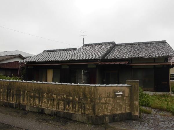 【売買】300万円 愛媛県西条市小松町南川 のどかな住宅地 庭・倉庫付き 和室4部屋・両面縁側のある平屋