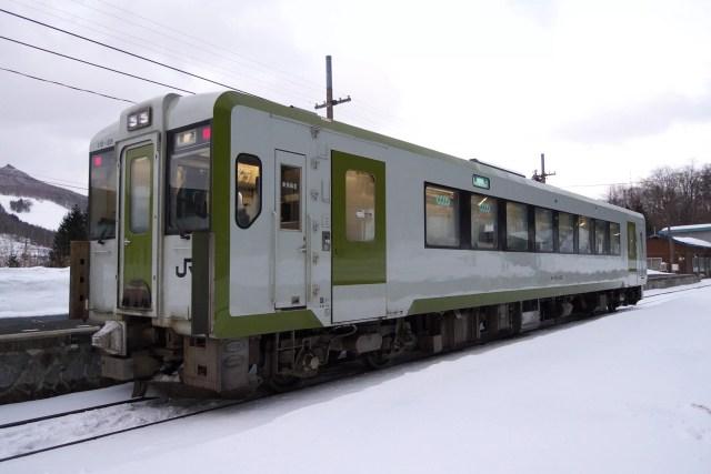 JR East Kiha 110 128 at Kuzakai Station min 1024x683 - 盛岡~宮古線で2階建てバス運行開始