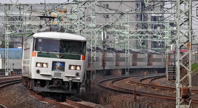 東海道線で撮り鉄の線路乱入、ダイヤ大幅乱れ
