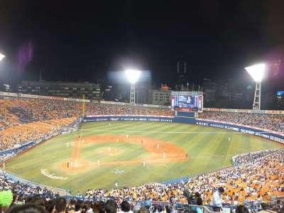 横浜スタジアム:内野席からの景色