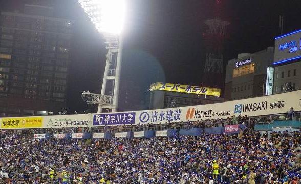 横浜スタジアムから見えるスーパーホテルの看板