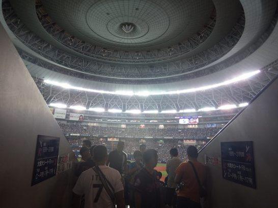 大阪ドームの中に入ります
