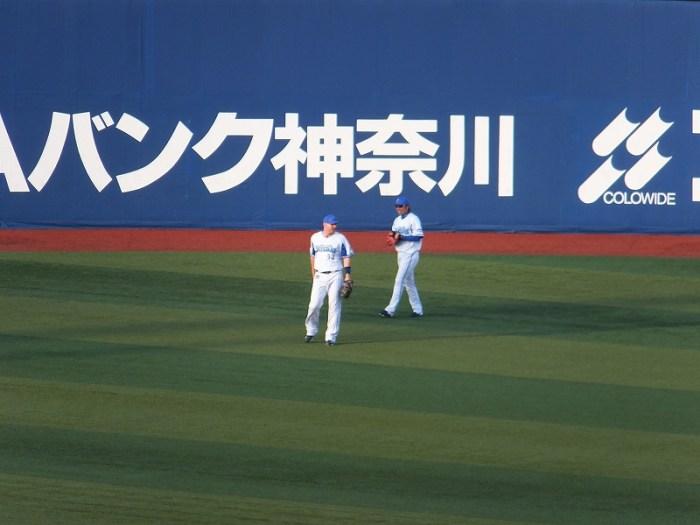 不慣れなライトのポジションにつくジェイミーロマック:横浜DeNA