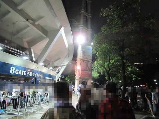 ようやくスタジアムのへりに着いた!横浜スタジアム最終戦&三浦大輔投手引退試合のチケットのために