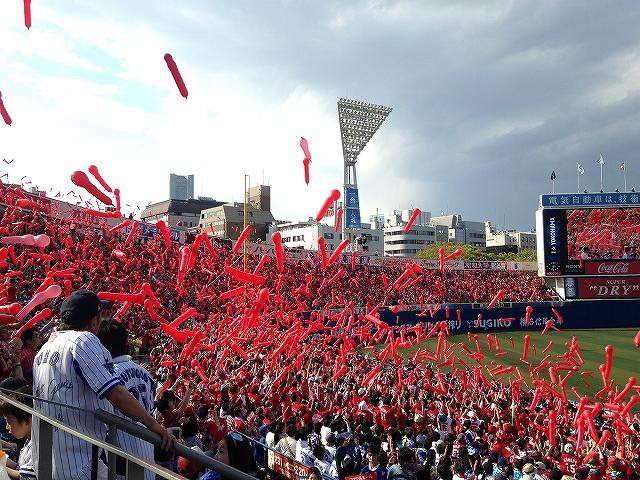 横浜スタジアムのカープファン・応援席の様子!熱気!2