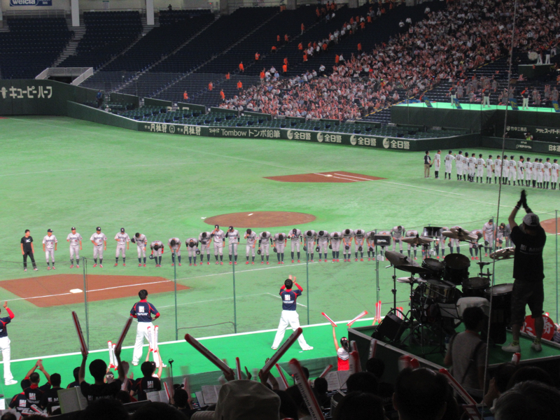 試合前のスタンドに挨拶:都市対抗野球