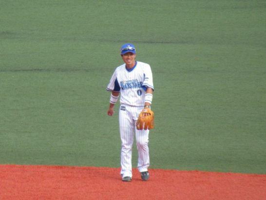 ショートの守備位置につく山崎憲晴選手:横須賀スタジアム最終戦2017