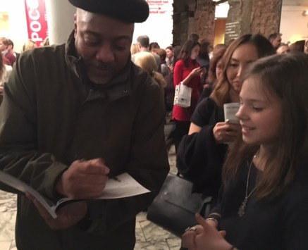 Alonzo King signing autographs