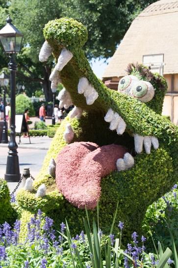 Crocodile topiary