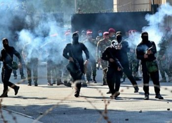 Iraqi police fire pictures, tear gas at protesters, 23 killed