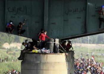 Iraqis defy crackdown to hold biggest protests yet