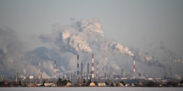 World's financial firms risk $1 trillion in losses if slow to act on climate change: Report