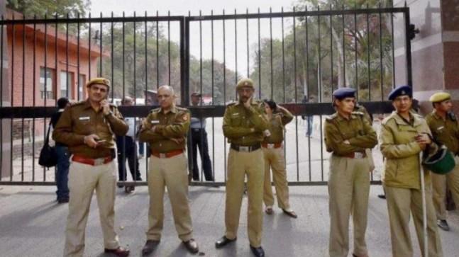 Police Cordon Off Area In Nizamuddin As People Show Covid