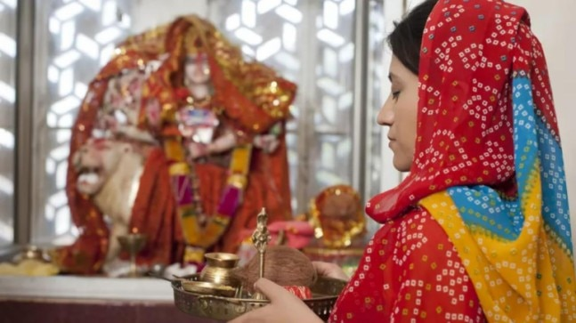 200-year-old Hindu temple in Karachi a source of livelihood for enterprising Muslim youths