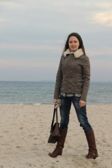 What a strange experience - to walk in the beach in high boots!