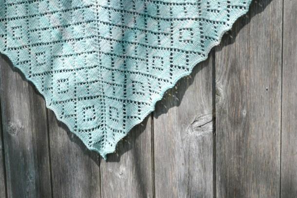 Scintillate Shawl pattern by Amanda Schwabe. www.aknitica.com #knitting  #shawls #cozy