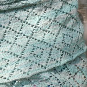 Scintillate Shawl pattern by Amanda Schwabe. Great wrap for cool weather. #knitting #aknitica #shawls