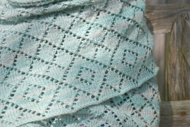 Scintillate Shawl pattern by Amanda Schwabe. Great wrap for cool weather. #knitting #aknitica #shawls