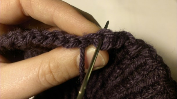 Binding off in the round trick. www.aknitica.com #knittingtips #write31days