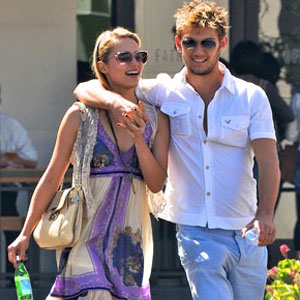 Alex Pettyfer Dianna Agron Split What Went Wrong E News