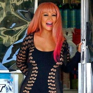 christina aguilera rocks pink hair