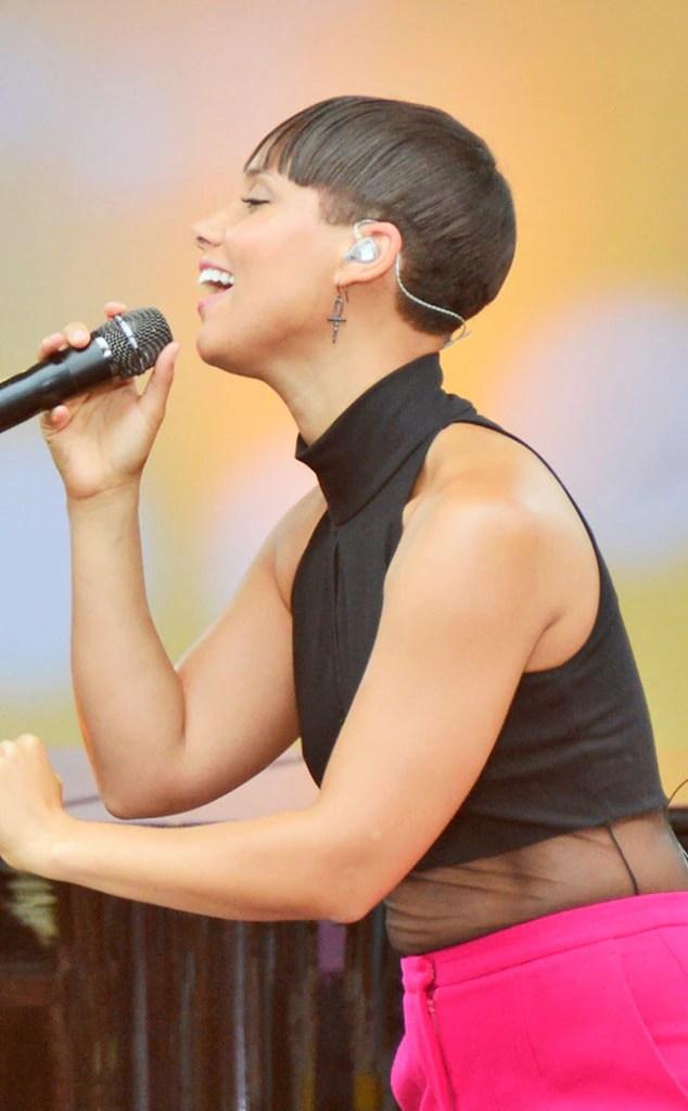 Alicia Keys Debuts Shorter Haircut Blunt BangsSee The