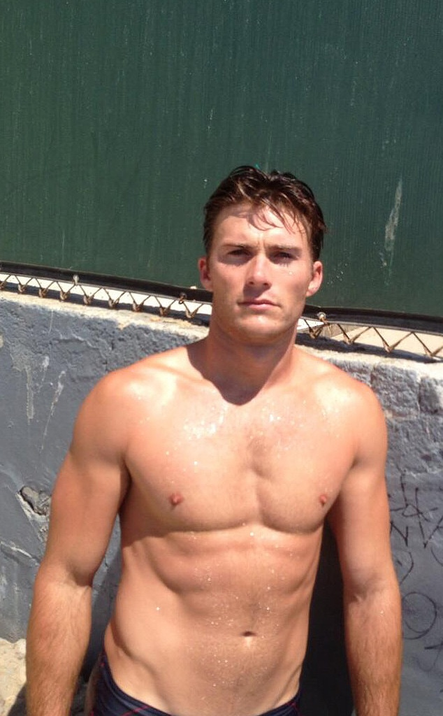 Scott Eastwood Looks Sexy in His Latest Shirtless Pics
