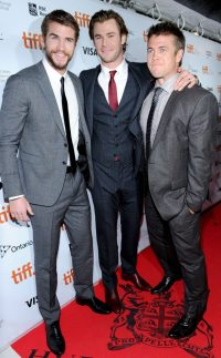 Hemsworth Brothers Hit the Red Carpet for Rush Premiere in ...