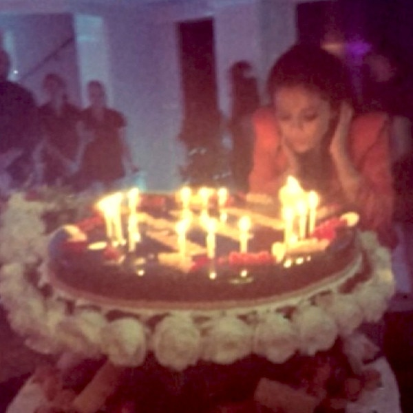 Inside Selena Gomezs 22nd Birthday Party With Hot New Man Cara Delevingne And More E News