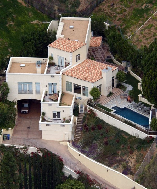Britney Spears Lists 9 Million Mansion Timeline Of Home Marked Step In