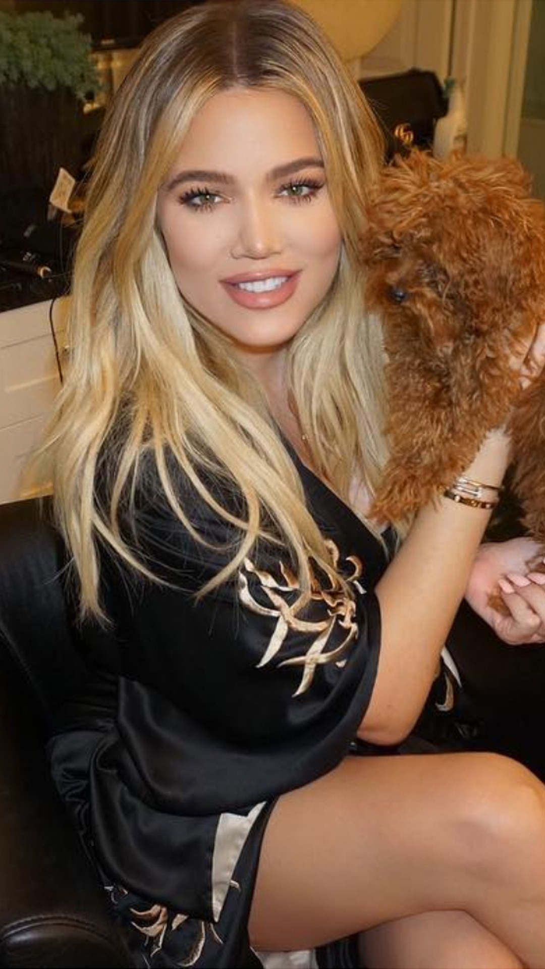 Khloe Kardashian Shares Tips To Look Thin Af In Photos E